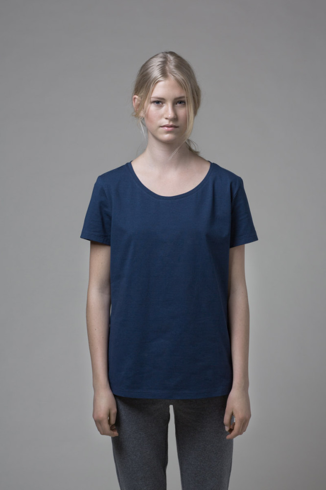 Our WONO. 1 BLUE t-shirt in soft cotton. It has a loose fit with a flattering round neckline.
