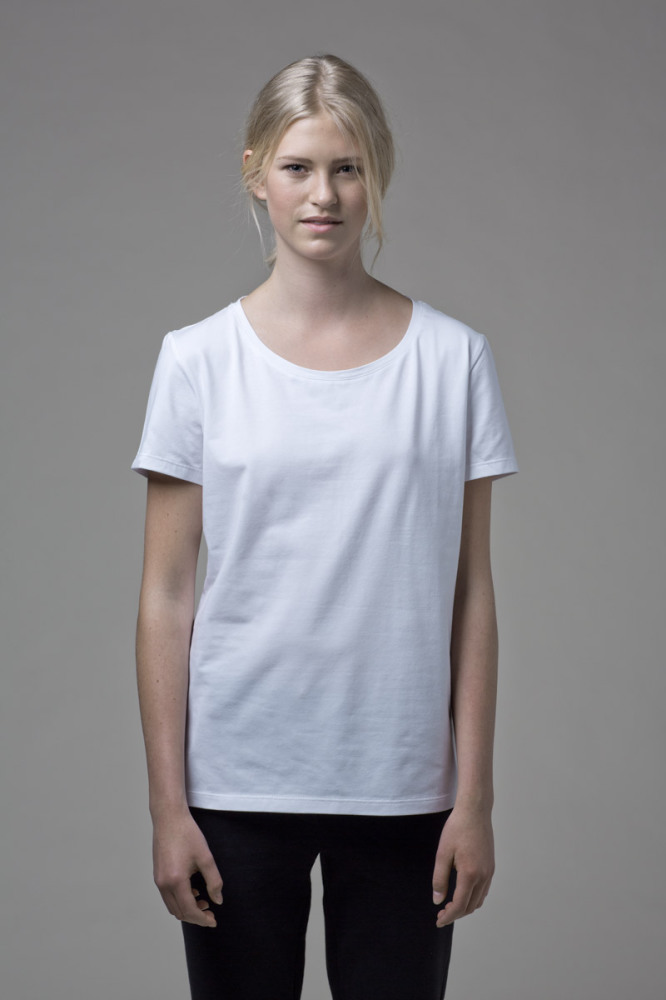 Our WONO. 1 WHITE t-shirt in soft cotton. It has a loose fit with a flattering round neckline.