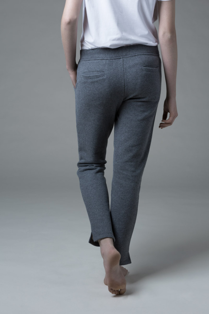 Our WONO. 3 GREY pants in soft cotton. They have a perfect fit with front and back pockets.
