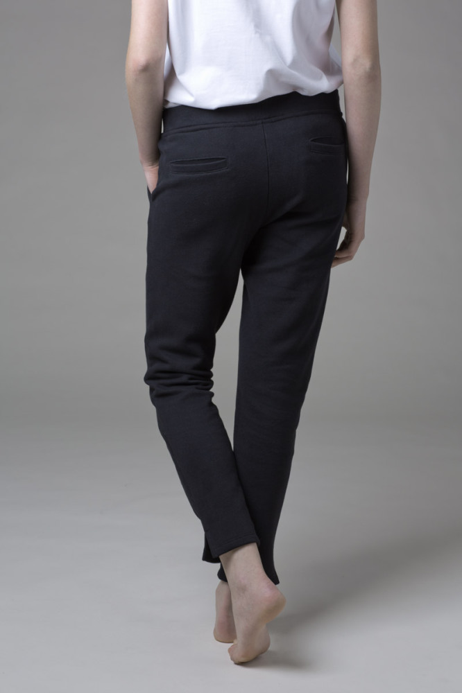 Our WONO. 3 BLACK pants in soft cotton. They have a perfect fit with front and back pockets.